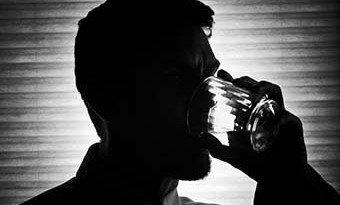 Novomoskovsk por de Tula la esfera la codificación del alcoholismo